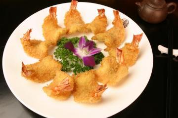 金黄的凤尾虾