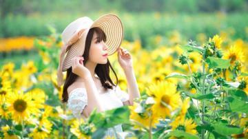 携一缕花香,高清壁纸图片,清纯美女-好运图库