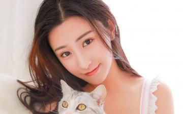 混血演员朱圣祎与猫咪的故事,高清壁纸图片,清纯美女-好运图库