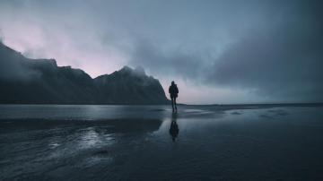 内心孤独黑暗的图片