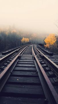 雾里的火车轨道,锁屏图片,高清手机壁纸,风景-好运图库