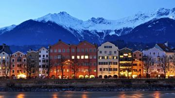 雪山上的城市与河流-好运图库