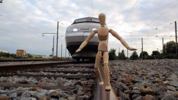 铁路火车与人偶-好运图库