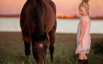 马与小女孩-好运图库