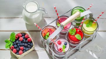 牛奶水果早餐-好运图库
