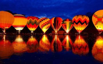湖面上热气球夜景-好运图库