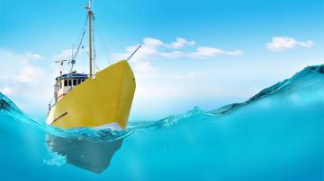 海面上黄色船-好运图库
