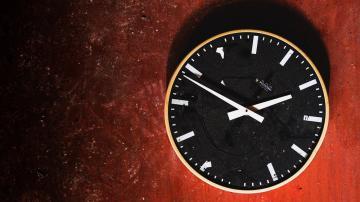 墙壁上的时钟-好运图库