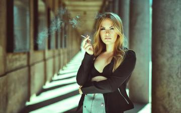 吸烟的女人-好运图库