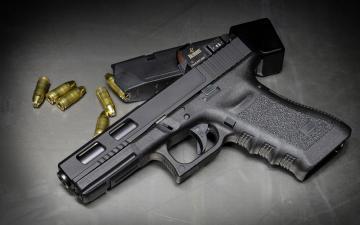 桌子上的手枪-好运图库