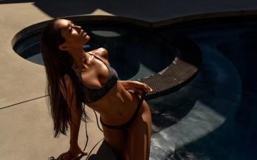 游泳池与美女摄影-好运图库