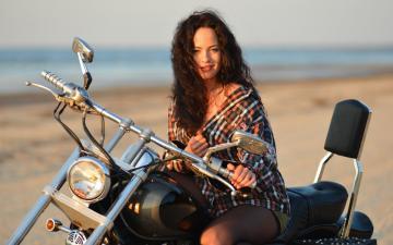 骑摩托车的美女-好运图库