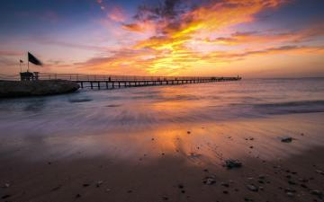 海岸小桥风景