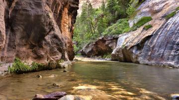 峡谷河流风景