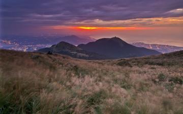 高原草地黄昏风景